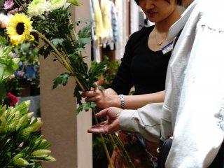 Toko Bunga Aoyama memiliki pelangganan dari segala usia