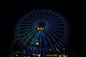Kincir raksasa membawa kita menikmati keindahan kota Yokohama dari atas