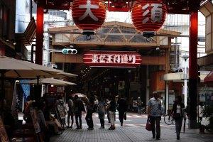 Osu Kannon Street, selain banyak menjual sovenir dan barang-barang dengan harga murah, banyak kuliner khas dan murah yang harus dicoba.