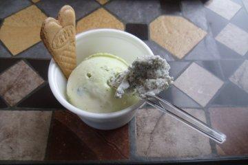 <p>Pistachio ice-cream with a taste of black sesame</p>