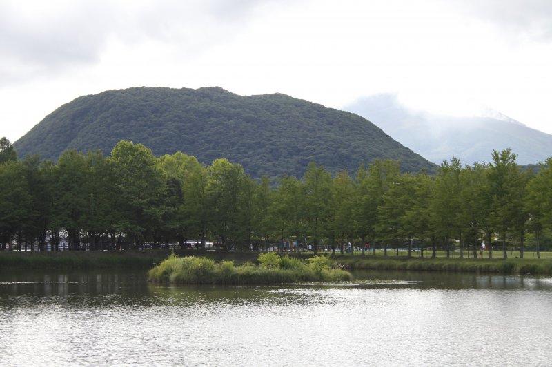 <p>The lake in Yagasaki Park.</p>