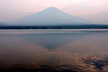 ฟูจิอาทิตย์อัศดงแห่งทะเลสาบยามานากะ