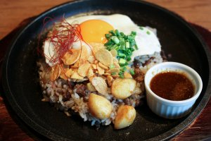 Meat Garlic Rice – one of many Meat Bowls available