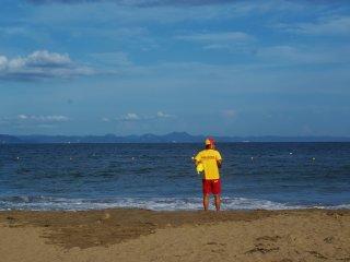 Les sauveteurs de la plage de Miura, toujours en action