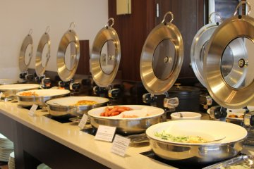 <p>Large selection of delicious food</p>
