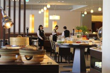<p>The friendly staff of Hotel Naqua City Hirosaki</p>
