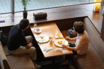 <p>Guests who enjoying their breakfast in tea lounge</p>