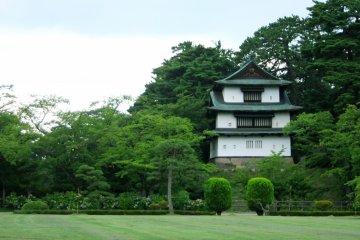 <p>Tatsumi Turret in Hirosaki Castle Park area.</p>