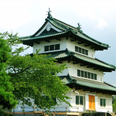 A Day at Hirosaki Castle Park
