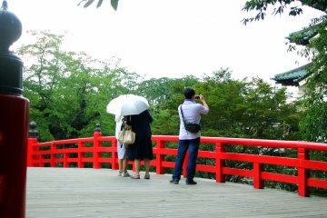 <p>Guests taking pictures of Hirosaki Castle</p>