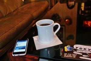 Un bon café tout en travaillant