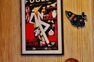 Les tableaux colorent le café