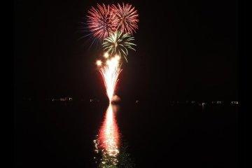 야마나카 호수의 불꽃놀이 페스티벌