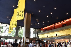 Entrance hall of Tokyo Bunka Kaikan was crowded with people who were hurrying to the 14th World Ballet Festival.