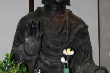 <p>From the right. Can you see the eyes and&nbsp; feel the Buddha&#39;s welcome?</p>