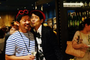 A gauche, le chef Keisuke Matsushima