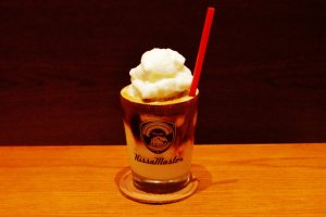 """Le café """"vanilla latte"""" et sa glace pillée"""