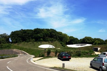 Why not rent a bicycle and wander around Teshima?