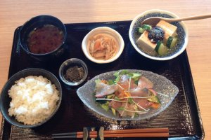 The sashimi lunch set is great value at just over 1000 yen.