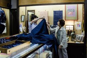 Kain tenun yang dapat dibeli per meter