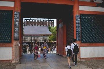 <p>Вход в храм</p>