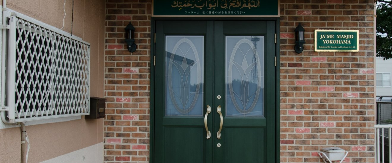 Pintu masuk untuk jamaah muslim (pria)