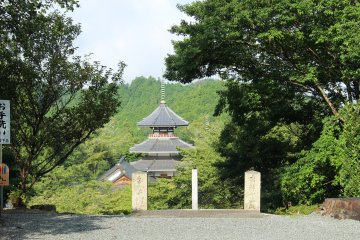 <p>The octagonal pagoda without the mist</p>