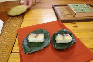 คะคิโนะฮะซูชิ (kakinohazushi) ปลาแมคเคอเรล