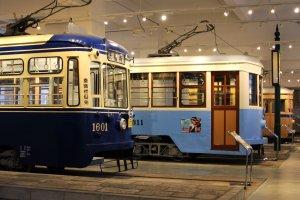 Beberapa tram dari tahun yang berbeda ditempatkan di museum ini