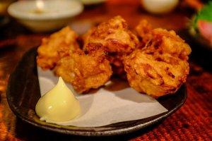 Gà rán karaage - món ăn yêu thích của mọi người.