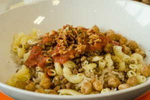 Kushari, makanan utama yang berbahan dasar pasta dan tomat