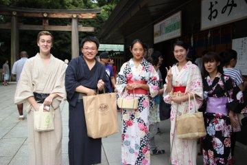 <p>Сюда приходят, надев традиционную японскую одежду</p>