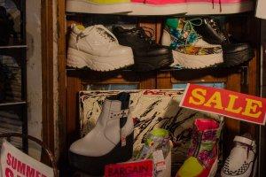 Sepatu pelengkap gaya khas Harajuku