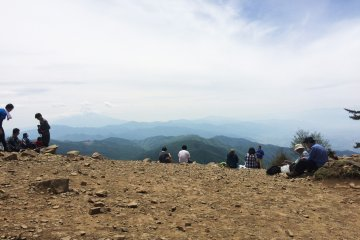 ภูเขาไดโบะซัตซึตเป็นพื้นที่เดินป่าในจังหวัดยะมะนะชิ