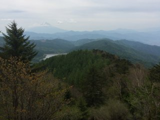 Hikers can enjoy the view of the valleys and other mountains in the area.