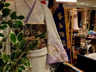 Пояс фукуро-оби - это вариант пояса мару-оби (старинного парчового пояса) наших дней