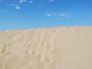 Pola gelombang yang angin di pasir.