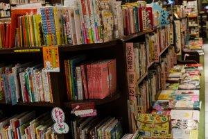 Deretan buku dalam literasi Jepang