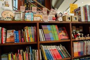 Pojok favorit saya, buku dan pernak-pernik Snoopy!