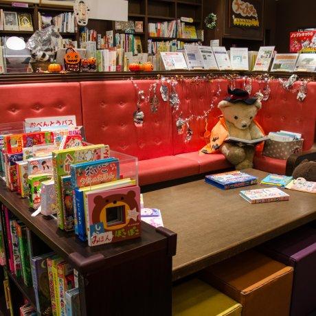 Betah Membaca Buku di Book House