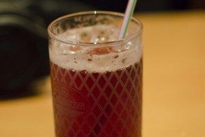 مشروب غازي بطعم العنب.