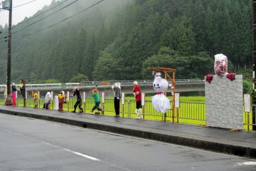<p>&quot;Kakshi&quot; scarecrows made by the villagers near the Doyabara aid station</p>