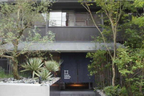 Selamat datang di Piece Hostel Sanjo. Konsep hostel mewah dengan desain keren!