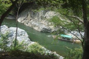 One of the Hozugawa-kudari boats, riding down the Hozu river