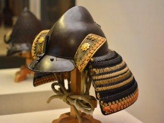 幾十年前城堡護衛戴的頭盔