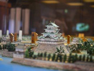 從旁邊看的迷你名古屋城