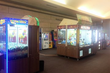 <p>The arcade area just outside of the buffet hall</p>