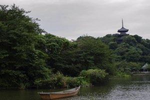 البحيرة الرئيسية مع برج تيموجي