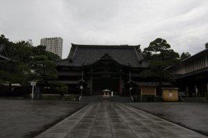 المبنى الرئيسي للمعبد