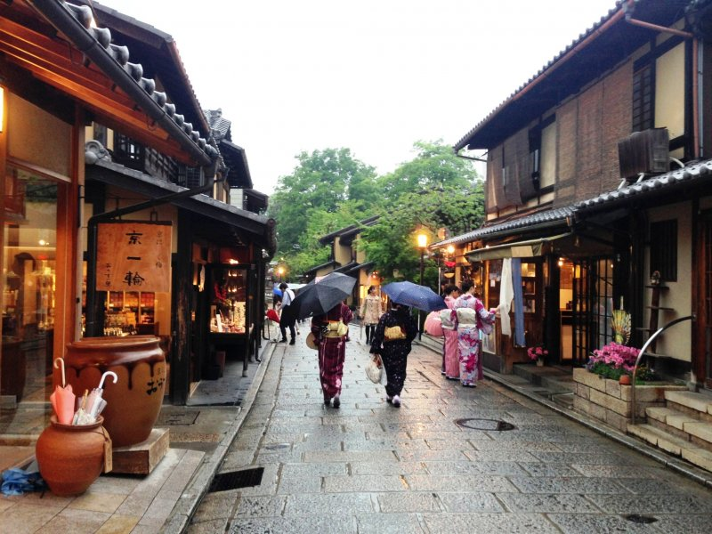 <p>Kyoto has a quiet beauty in the rain.</p>